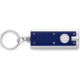 Sleutelhanger Dallas blauw - Sleutelhanger van kunststof met LED lampje, incl. batterij. Te leveren in 6 verschillende kleuren: zwart, blauw, rood, groen, geel en zilver.